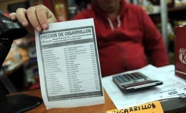 Los fumadores se quejan por las subas, pero siguen comprando