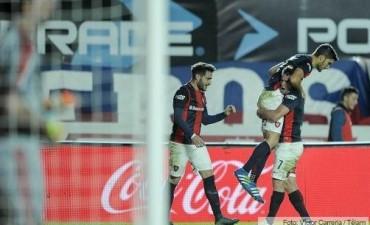 San Lorenzo golpeó en el momento justo, derrotó a River y sigue como puntero