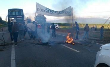 Los trabajadores de UATRE cortan Ruta 38 en Tucuman