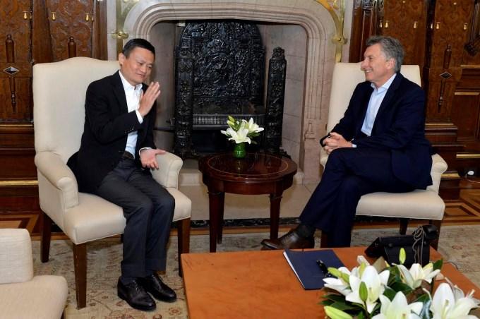 Macri, entre China y el conurbano bonaerense