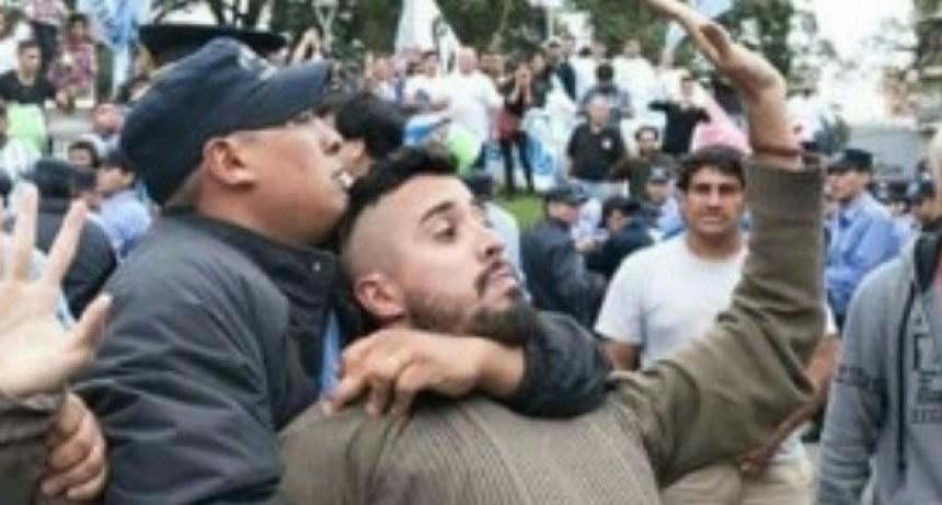 """Organizaciones sociales culparon a """"Patota del PJ local"""" por los disturbios de ayer"""