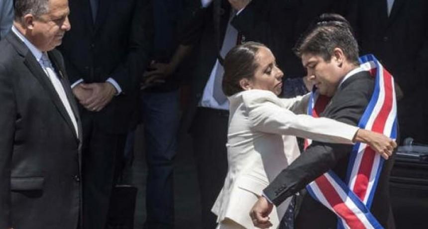 Asumió la presidencia Carlos Alvarado, el más joven de Latinoamérica