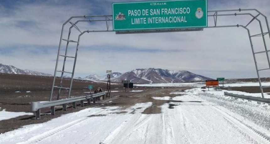 Por nevadas: Paso de San Francisco, abierto sólo para vehículos 4x4