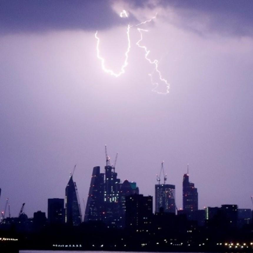 Miedo en Gran Bretaña: 15 mil rayos en cuatro horas