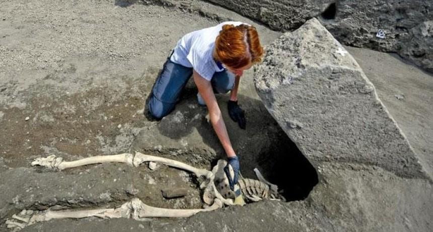 Descubren esqueleto de víctima de erupción que sepultó a Pompeya