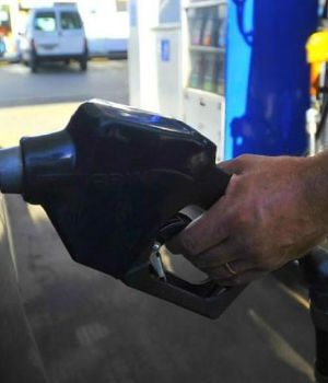 Acordaron congelar el precio de los combustibles