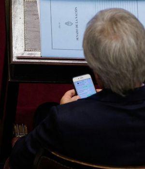 Infraganti: polémicos chats de Frigerio a Pinedo durante el debate en Senadores