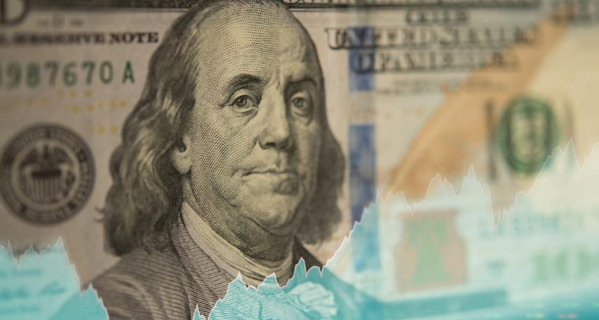 Dólar hoy: la divisa pasó el temblor global y cerró con una leve suba