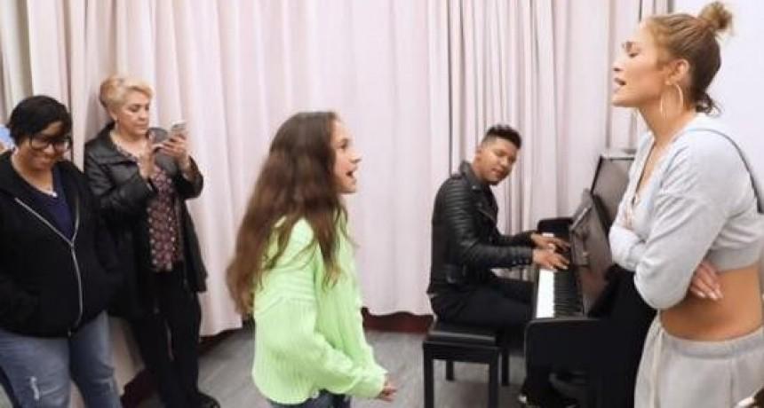 Hija de Jennifer López y Marc Anthony se luce cantando