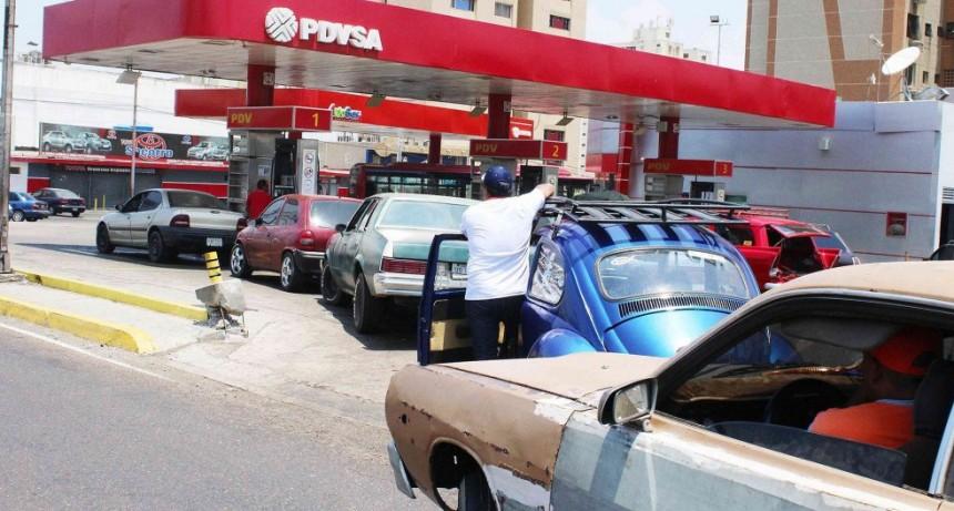 El régimen de Maduro comenzó a racionar la gasolina: Tenemos a la Fuerza Armada en cada estación de servicio