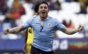 Uruguay le ganó a Jamaica en el debut