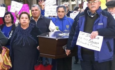 Cesanteados se manifiestan Frente a Casa de Gobierno