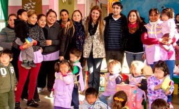 Nación entrega  materiales didácticos a niños