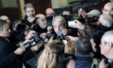 Aníbal Fernández anunció que Randazzo declinó su candidatura presidencial