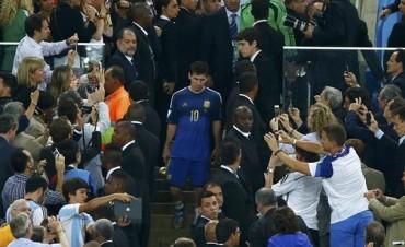 Entre el lamento y la tristeza: Blatter reveló qué dijo Messi cuando recibió el premio al mejor jugador del Mundial