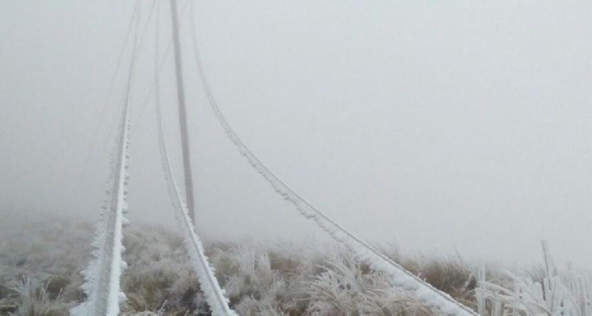 Línea eléctrica fuera de servicio por la acumulación de nieve en el tendido