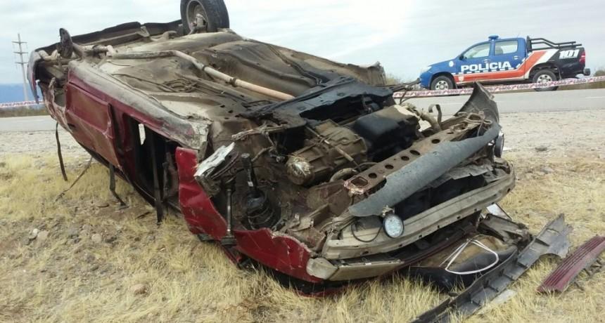 Pomán: Volcó el automóvil que conducía y murió al salir despedida por la ventanilla