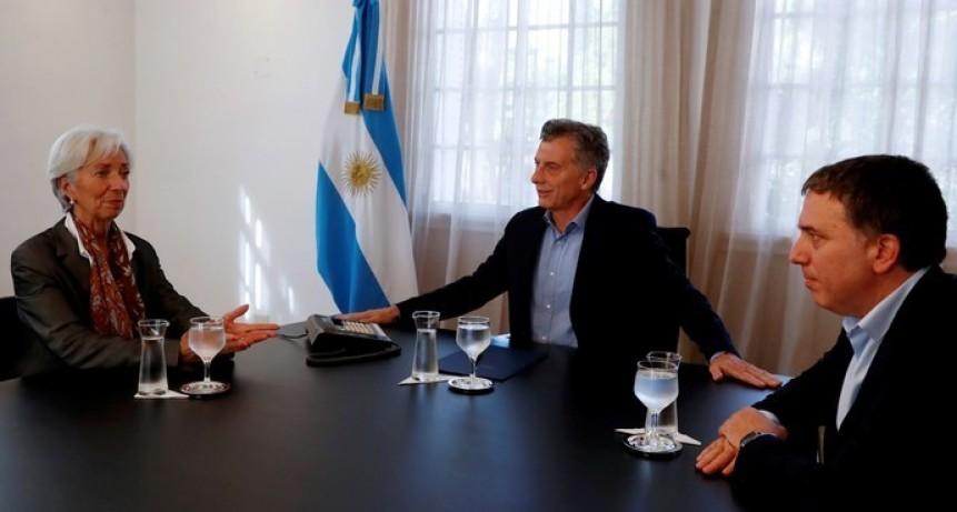 El presidente espera viajar al G7 con el acuerdo con el FMI firmado