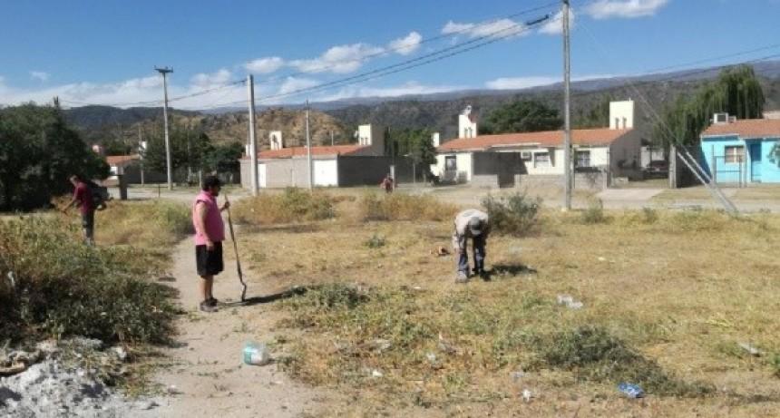 Programa de limpieza en la costanera del Río del Valle