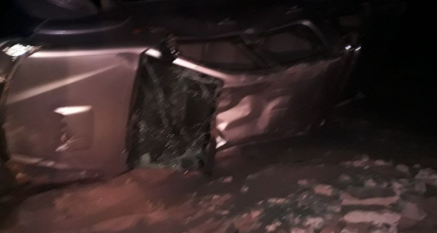 Grave accidente volcó una camioneta en Fiambalá