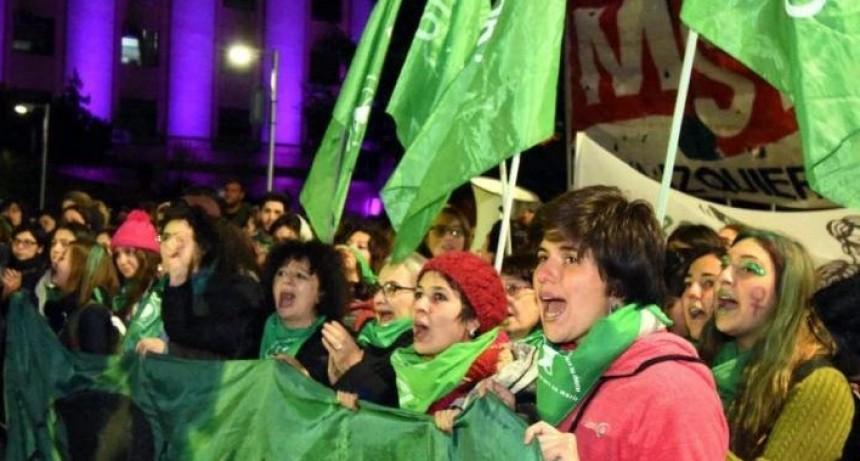Diputados denuncian presiones a horas del debate por la despenalización del aborto