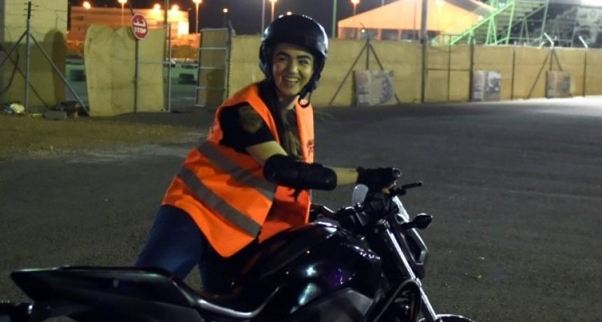 Arabia Saudita le permite a las mujeres conducir motos