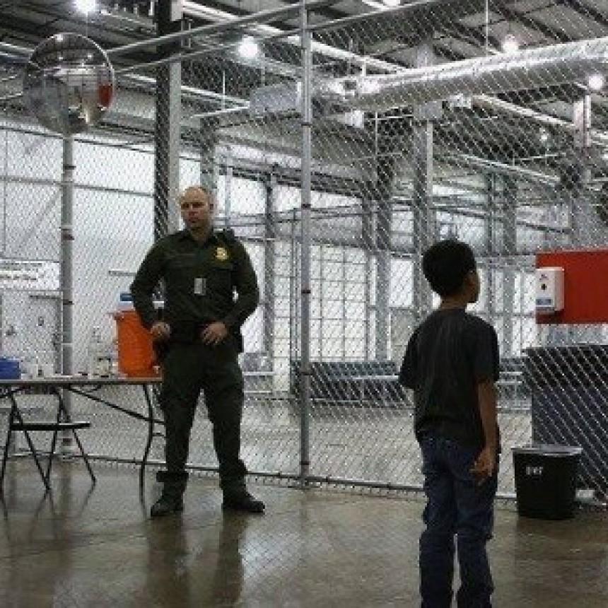 Trump rectifica y firma una orden para frenar la separación de niños y familias migrantes sin papeles