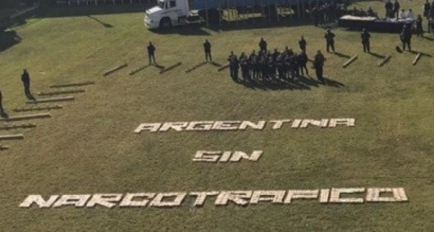 Algunos se indignaron: con panes de marihuana escribieron 'Argentina sin narcotráfico'