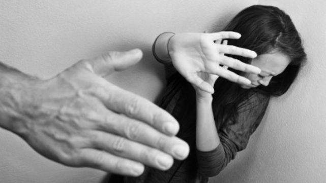 Dos jóvenes evitaron morir a manos de sus novios por dos inteligentes reacciones