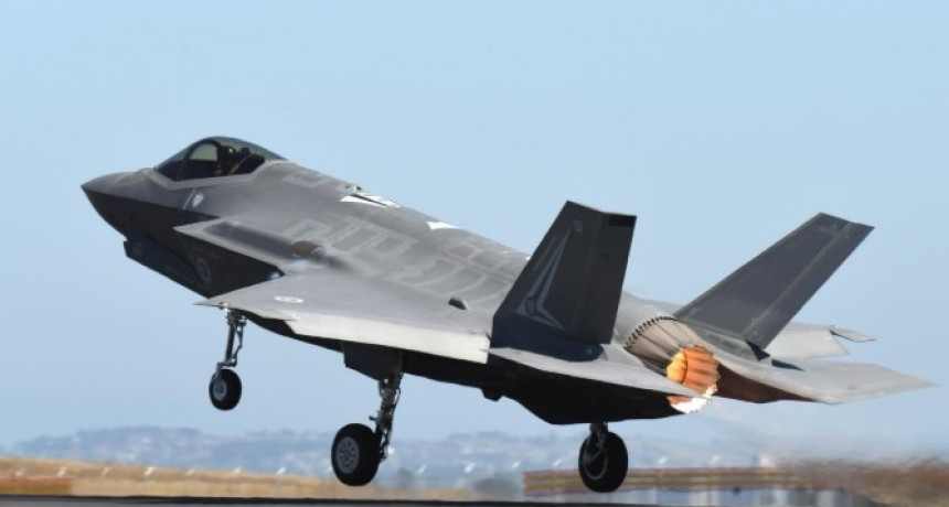 La Fuerza Aérea de Estados Unidos dibujó por error un pene en el cielo