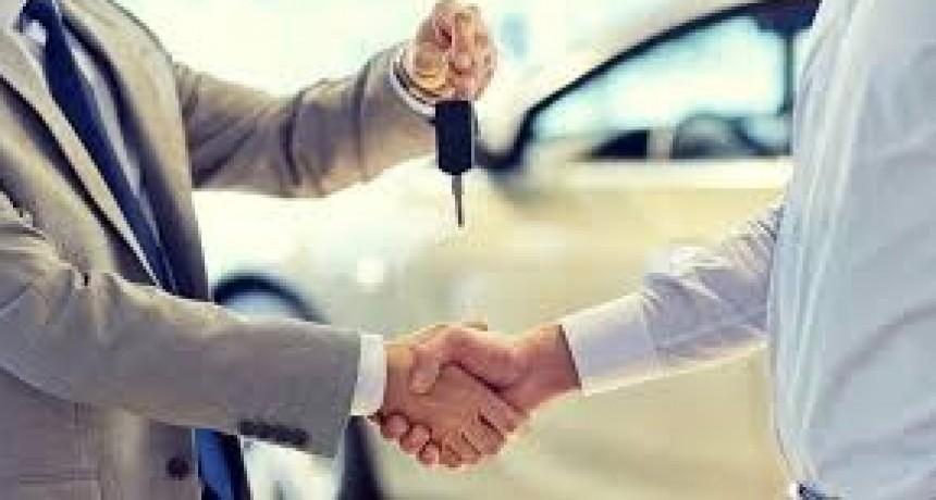 El Gobierno prepara un plan para subsidiar la compra de autos cero kilómetro
