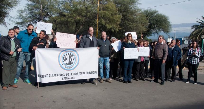 Se empeora la situación de OSEP: Los empleados intensifican la medida y tomaron las calles