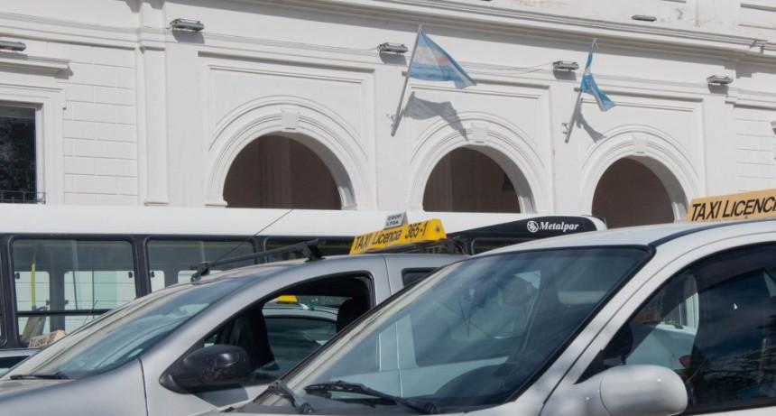 Taxistas y remises: mañana paro y movilización frente a la comuna capitalina