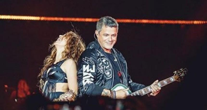 Alejandro Sanz y Shakira el reencuentro en el escenario