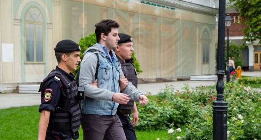 Más de 400 detenidos en una manifestación por la libertad de expresión en Rusia