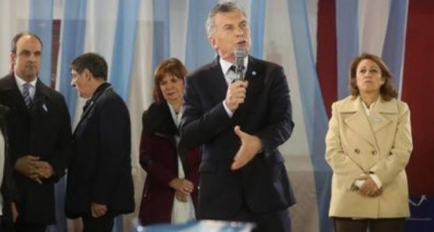 Mauricio Macri apuntó contra los Moyano en el acto por el Día de la Bandera