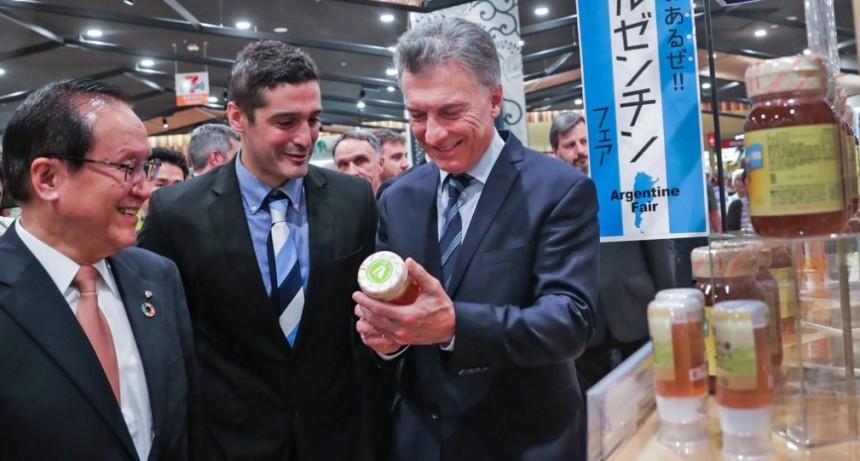 Macri visitó un supermercado de Japón que comenzó a vender carne argentina