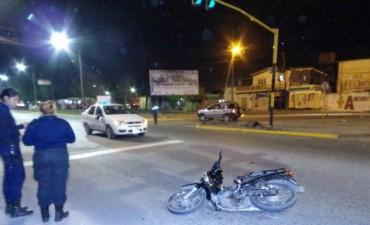 Motociclista perdió la vida tras impactar a un remís