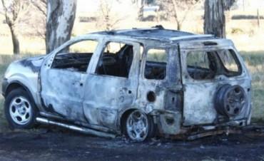 Misterio en la ruta: mueren calcinados en su camioneta pero hallan arma y balas