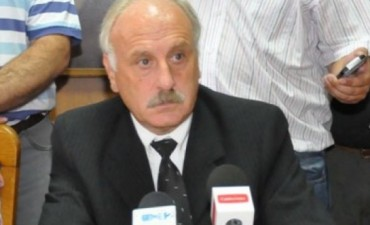 Un periodista desafió al intendente de Trenque Lauquen a que tome mate con herbicida