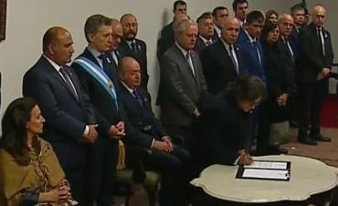 Lucía Corpacci firmó la Nueva Proclama de Independencia