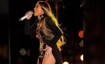Atrajo todos los flashes: ¡Jennifer López sin ropa interior!