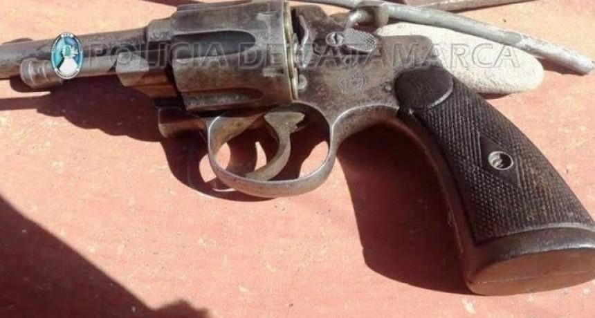 Amedrentó a las ladronas a pura balas