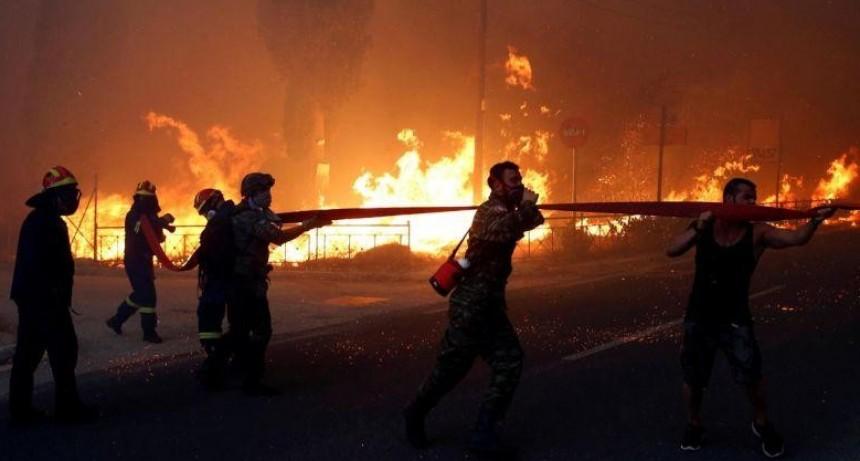 Huida masiva: el fuego ya está sobre Atenas