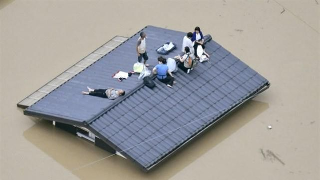 Al menos 100 muertos por lluvias torrenciales y aludes de barro en Japón
