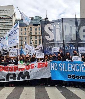 Masiva protesta contra los despidos en la prensa Argentina