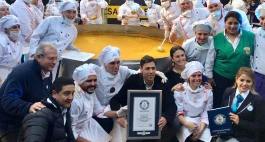 La humita más grande del mundo se cocinó en Tucumán