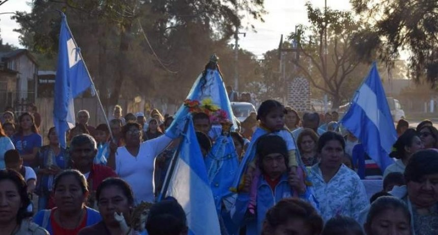 Multitudinaria muestra de fe en el paso de la Virgen del Valle por Pichanal
