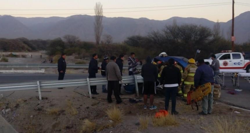 Un joven chocó su auto contra el guardarrail y murió en el acto