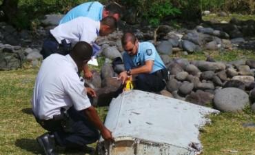 Confirman que los restos hallados son del vuelo de Malaysia Airlines